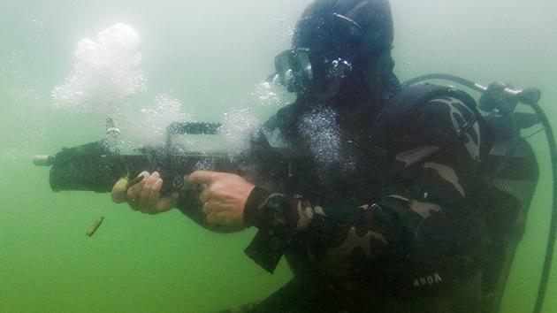 ¿Un 'Kaláshnikov' bajo el mar?: fusil-anfibio ADS 02db0510