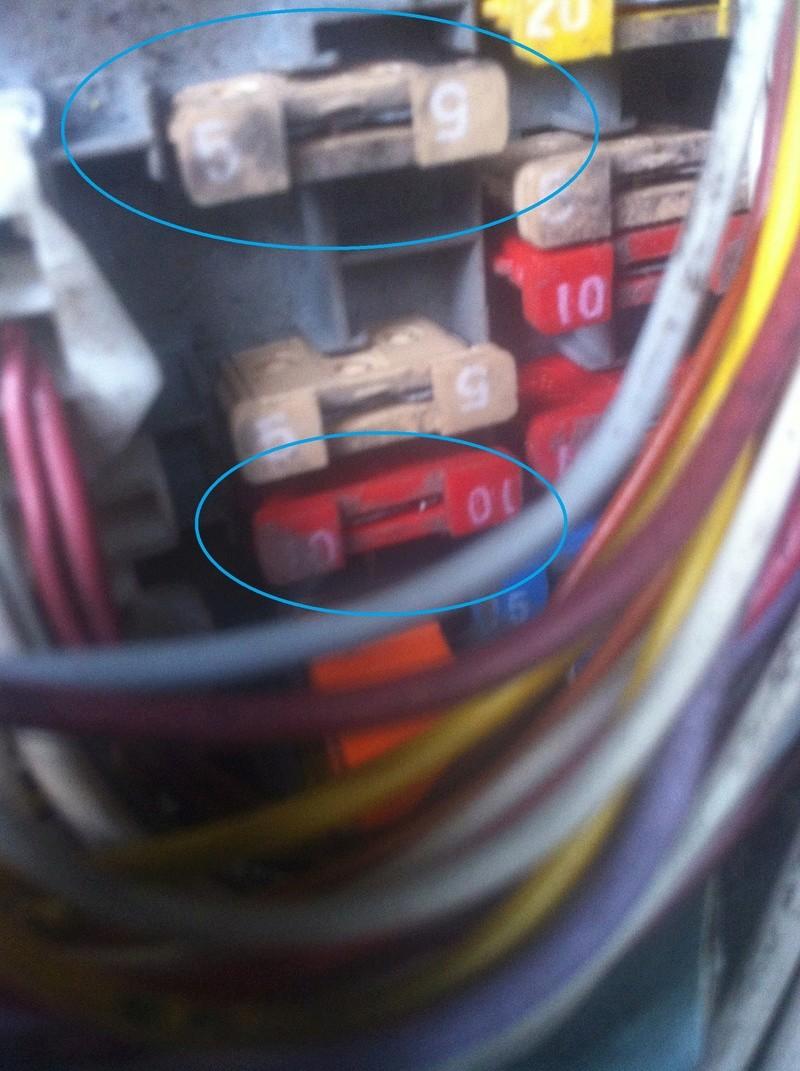 soucis de fonctionnement du feu arrière gauche.. Img_3136