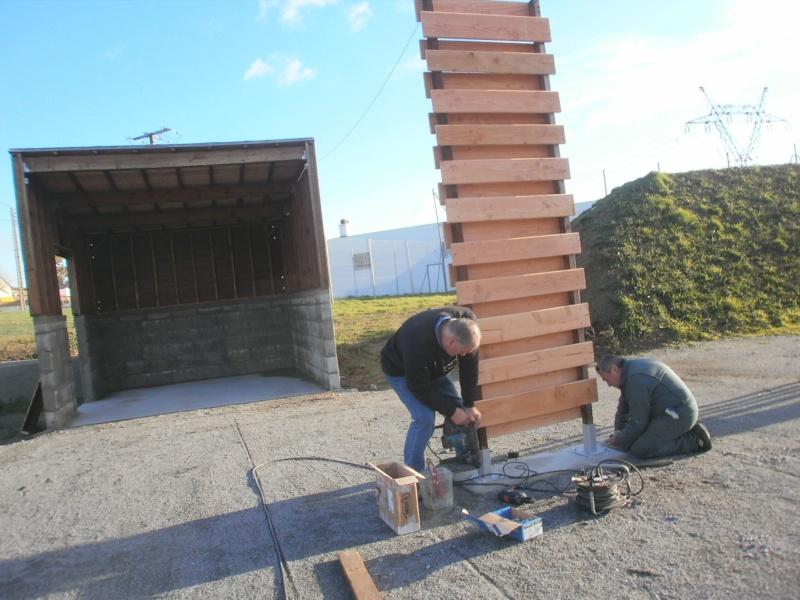 avancement des travaux du terrain exterieur Pb230710