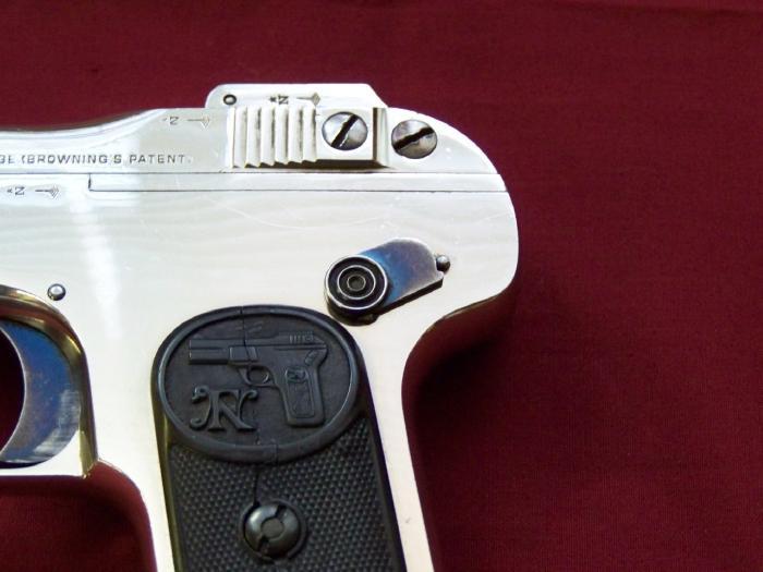 Pistolet FN 1899 100_4712