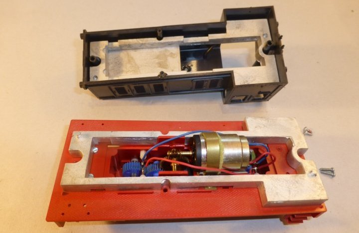 Les engins moteurs Pola Maxi Chassi10