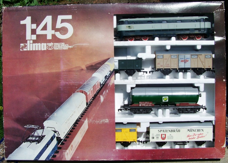 Le coffret E444 avec train de marchandise référence 0151 de Lima au 1:45 Coffre11