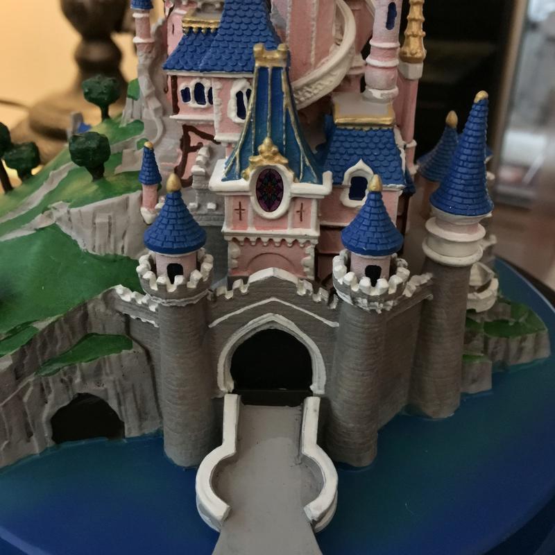 Présentation du Merchandising des 25 ans de Disneyland Paris - Page 3 Img_5216
