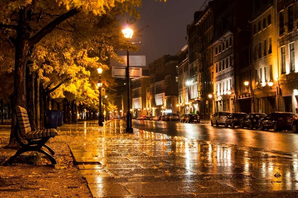 Vieux-Montréal: La nuie sous la pluie! Dsc04911