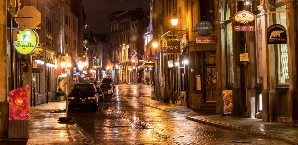 Vieux-Montréal: La nuie sous la pluie! Dsc04912