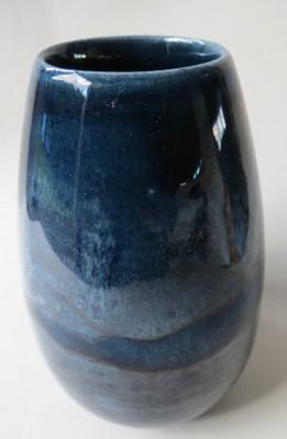 An Orzel vase 107 in blue  29-orz10