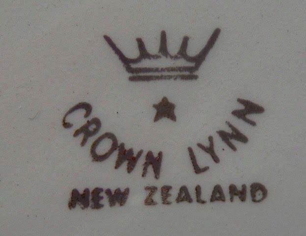 Crown Lynn car ashtrays  Ashtra12
