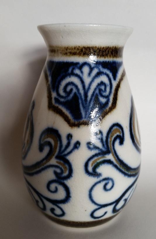 Seraphine Pick vase and Beresford Pick plate  Seraph12