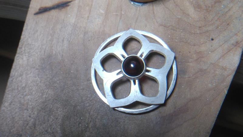 Pendentif fleur grenat cabochon Dsc_0814
