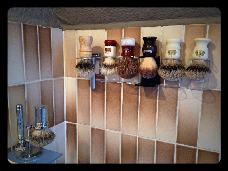Photos de votre armoire spéciale rasage (ou de la partie réservée au rasage) - Page 6 Photo_45