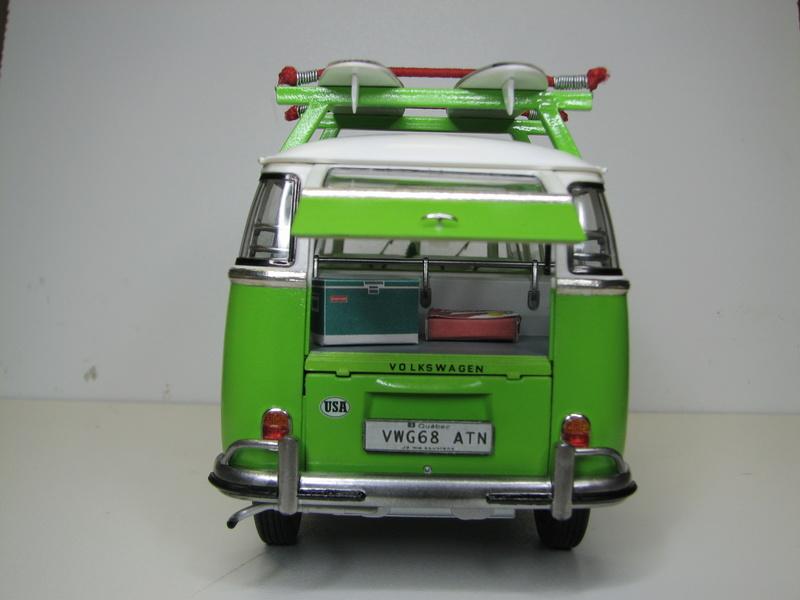 VOLKSWAGEN SAMBA BUS 1962 de Revell kit # 07399 Volksw40