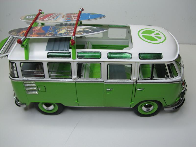 VOLKSWAGEN SAMBA BUS 1962 de Revell kit # 07399 Volksw44