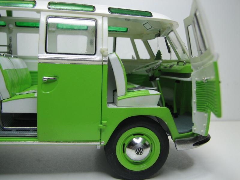 VOLKSWAGEN SAMBA BUS 1962 de Revell kit # 07399 Volksw49