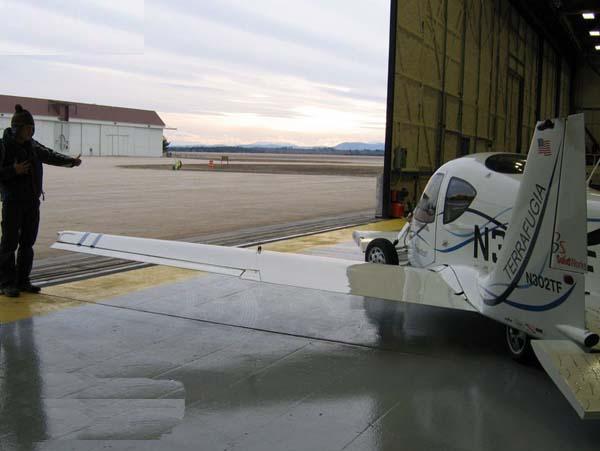 السيارة الطائرة صور لأول سيارة تطير فى الهواء    1210
