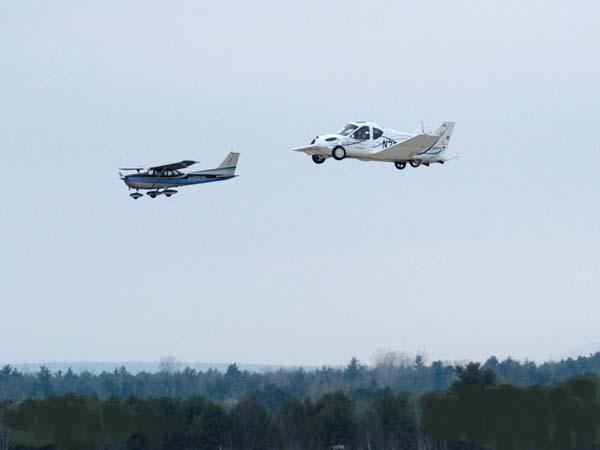 السيارة الطائرة صور لأول سيارة تطير فى الهواء    210