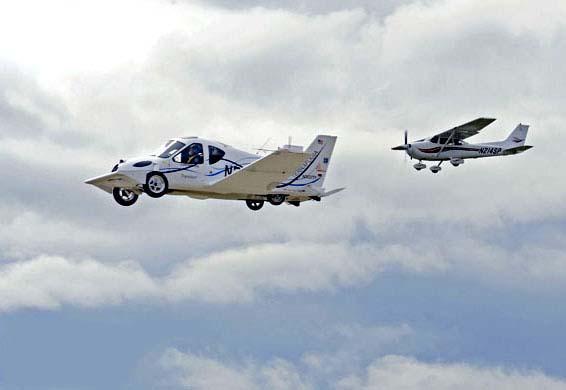 السيارة الطائرة صور لأول سيارة تطير فى الهواء    411