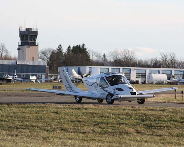 السيارة الطائرة صور لأول سيارة تطير فى الهواء    910