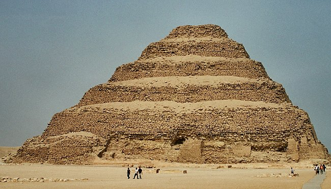 Signification des Pyramides (hypothèse) Saqqar10
