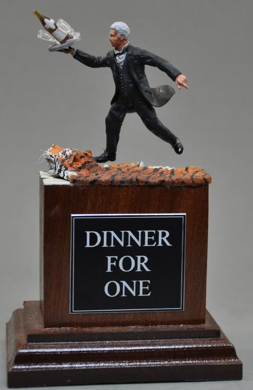 Diner for One  Scratchbau 54mm-Figur Dsc_0027