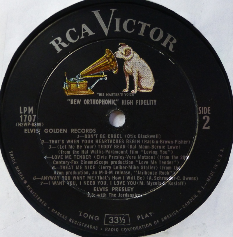 ELVIS' GOLD RECORDS  1f33
