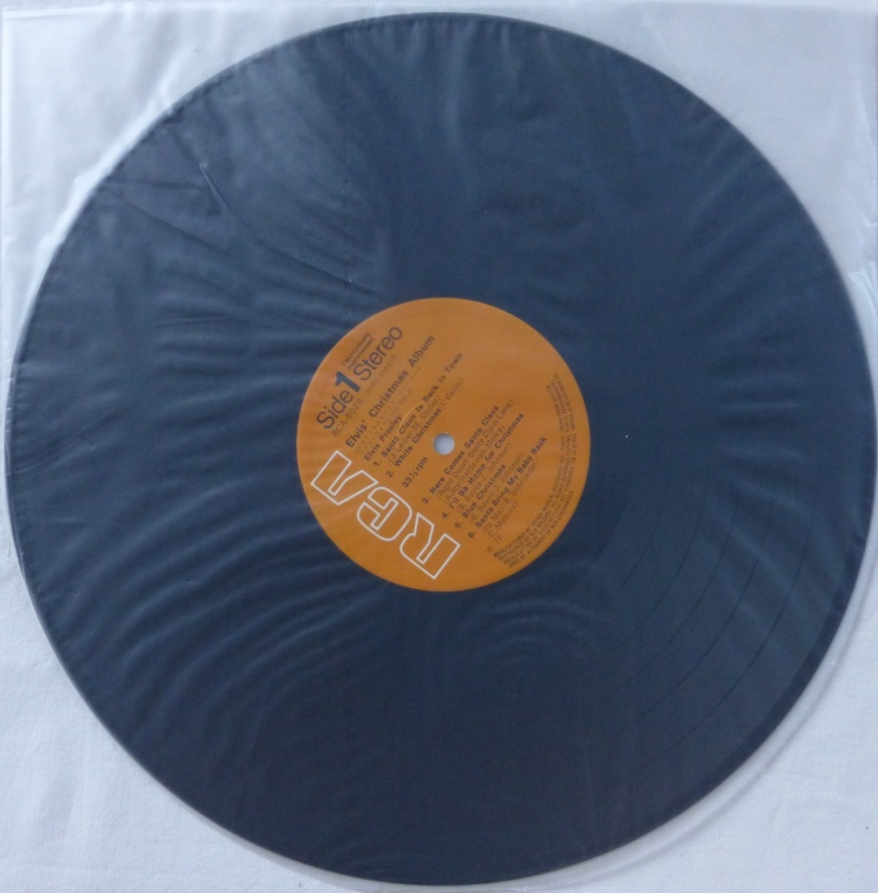 ELVIS' CHRISTMAS ALBUM P1000414