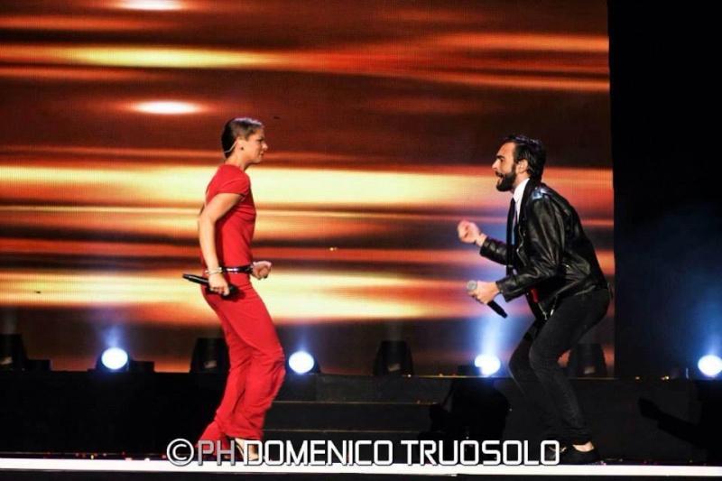 FOTO Interviste ed esibizioni in Tv - Pagina 8 15109110