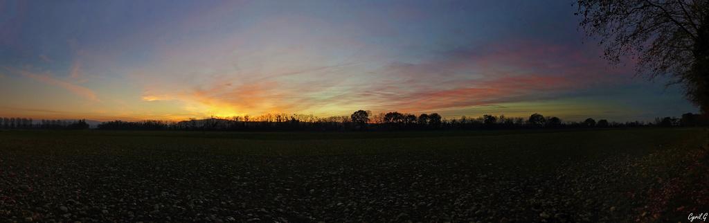 Coucher de soleil vu d'un champs Panora12