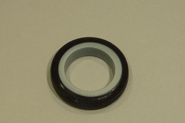 flan blanc sur pneu  02410