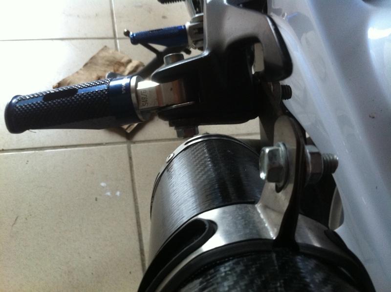 Fresco GSR 750 Full carbone style SV1000 Img_0928