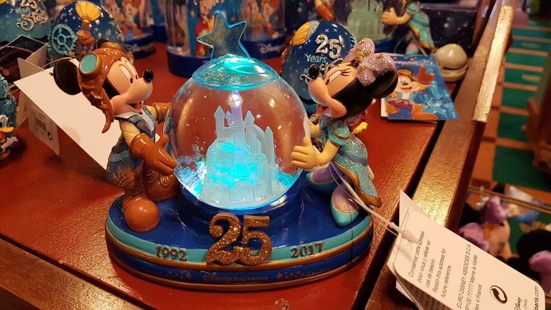 Présentation du Merchandising des 25 ans de Disneyland Paris - Page 6 17239910