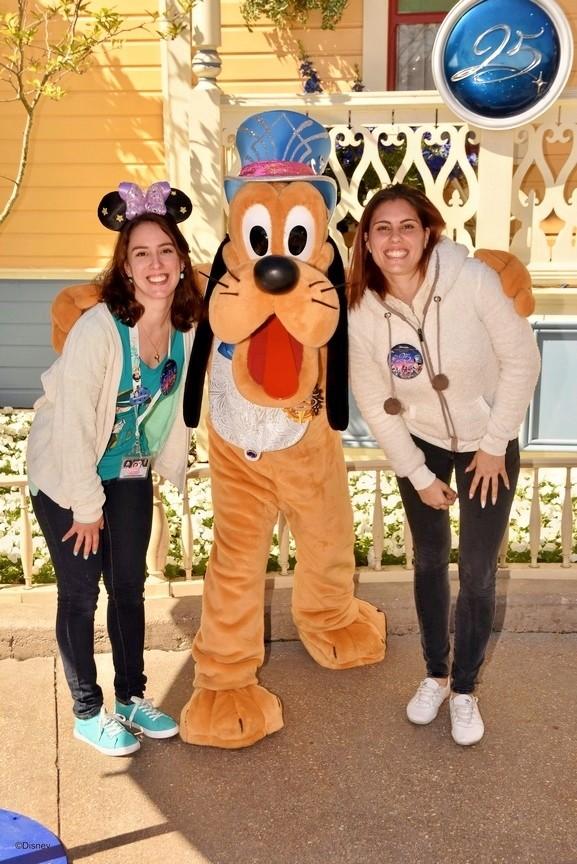 Vos photos avec les Personnages Disney - Page 38 Pluto_10