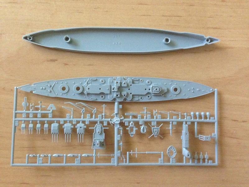 Croiseur de bataille scharnhorst 1/1200 revell Img_1025