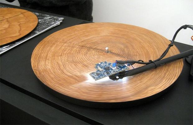À quoi ressemble lorsque vous écoutez les anneaux d'un arbre sur un tourne-disque ? Tree-r10