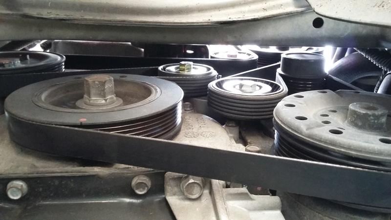 TUTO : remplacement courroie et galets Dodge Caliber essence 20170324