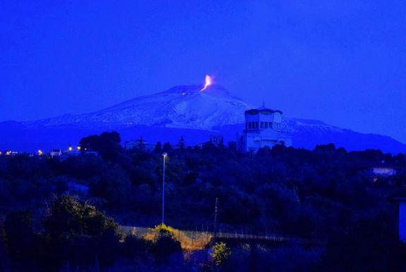 Le spettacolari immagini dell'Etna - Eruzione del 27 - 28 Febbraio 2017 Scherm12
