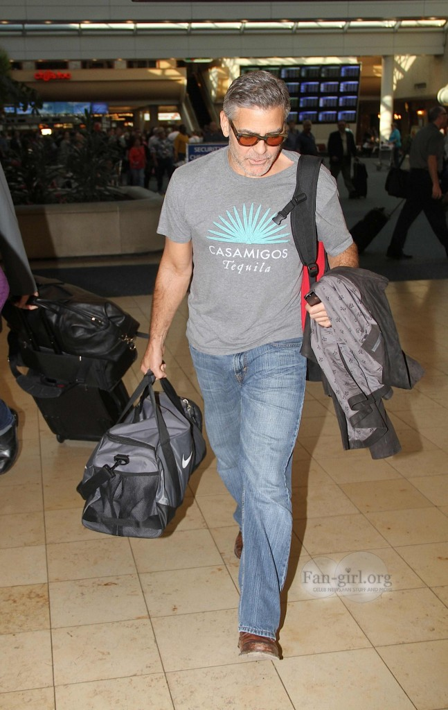 Photos: George Clooney arriving at  Orlando Airport  George10