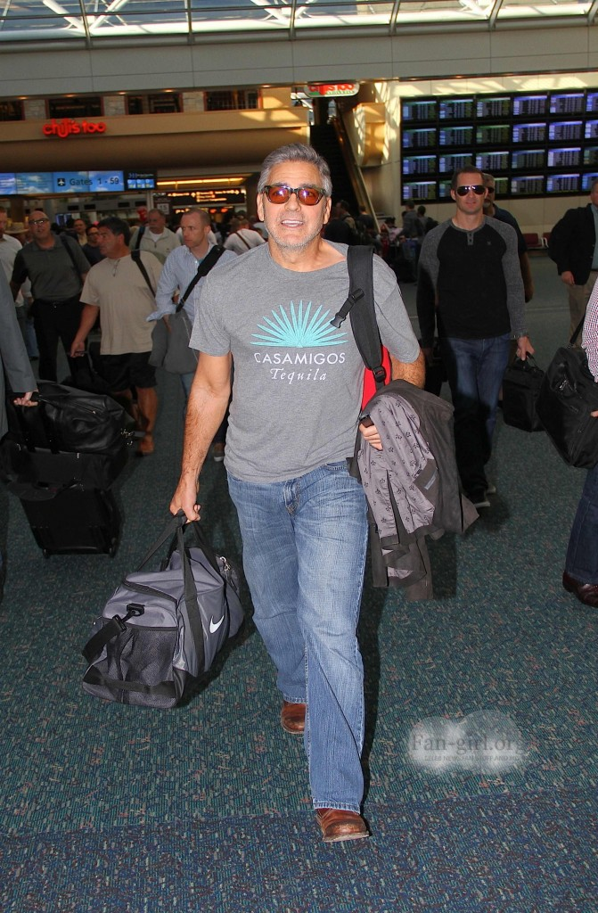 Photos: George Clooney arriving at  Orlando Airport  George16