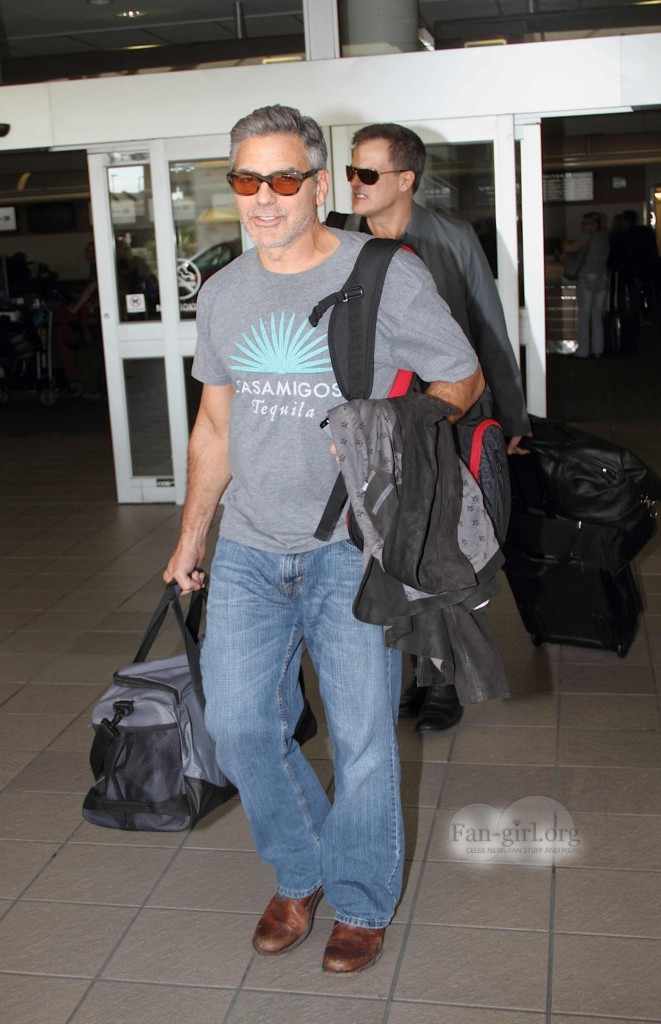 Photos: George Clooney arriving at  Orlando Airport  George37