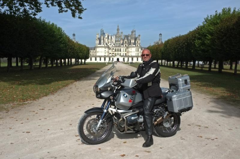 Photos de vous et de votre moto devant ....un château  Dscf0110