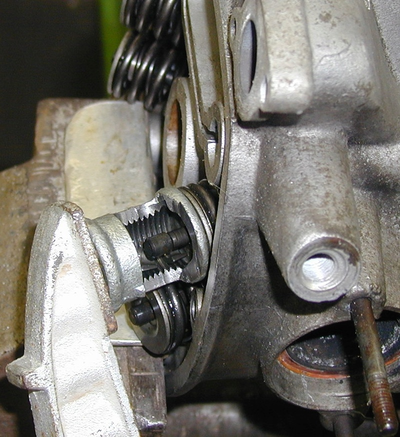 Hinterern Motordeckel abdrücken - Seite 2 Feders11