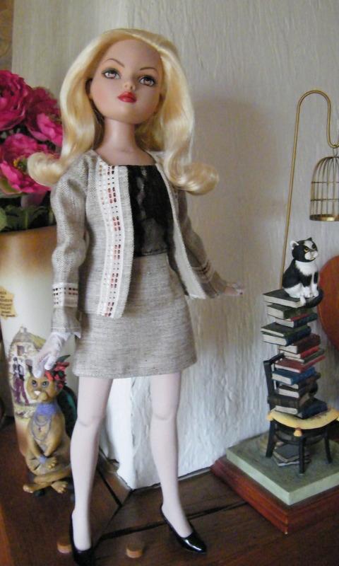 Mes poupées Ellowyne Wilde. De nouvelles photos postées régulièrement. - Page 6 00610