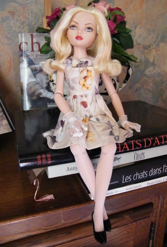 Mes poupées Ellowyne Wilde. De nouvelles photos postées régulièrement. - Page 6 007-0010