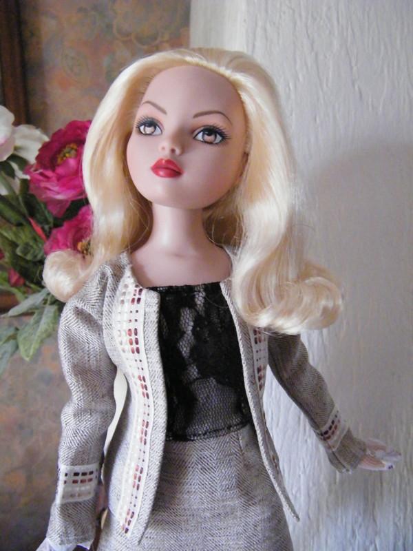 Mes poupées Ellowyne Wilde. De nouvelles photos postées régulièrement. - Page 6 00811