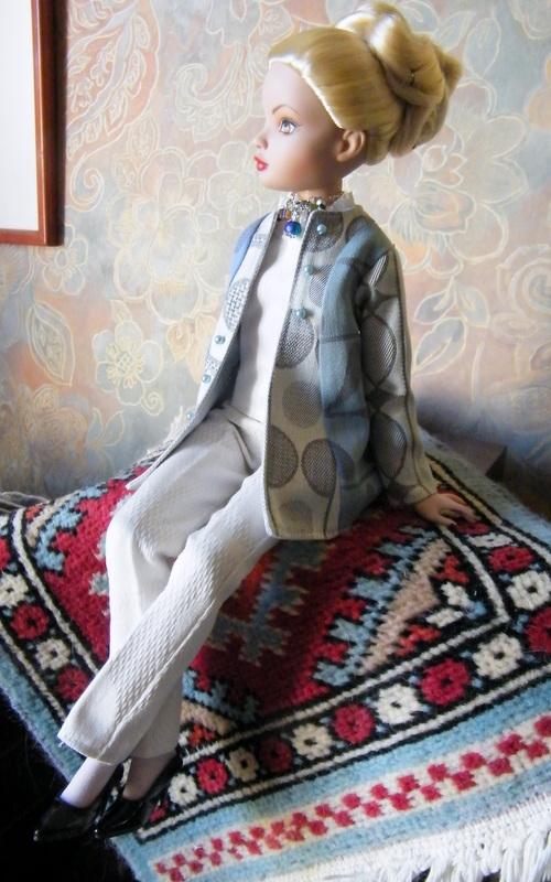 Mes poupées Ellowyne Wilde. De nouvelles photos postées régulièrement. - Page 7 00823