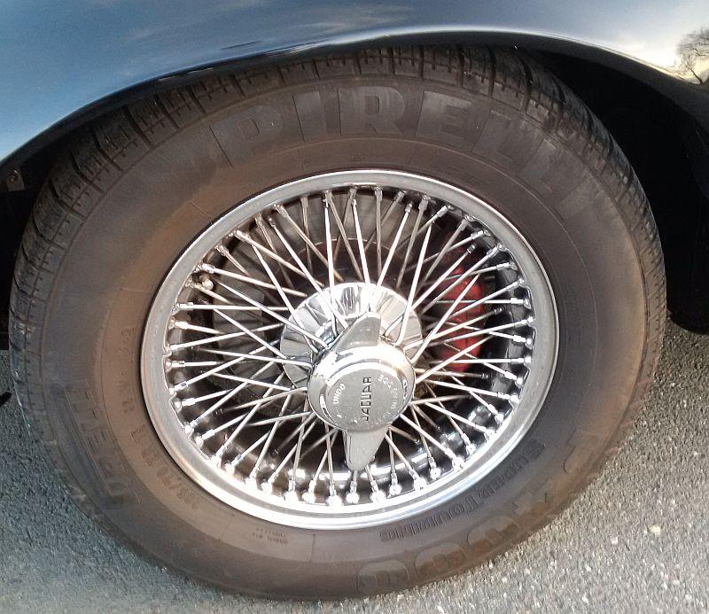 Jaguar E-Type V12 - auf dem Parkplatz schnappgeschossen 712
