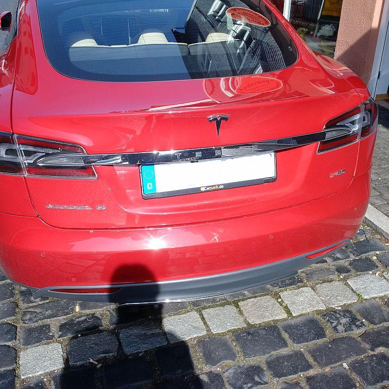 Tesla Model S P85  - auf dem Parkplatz schnappgeschossen 716