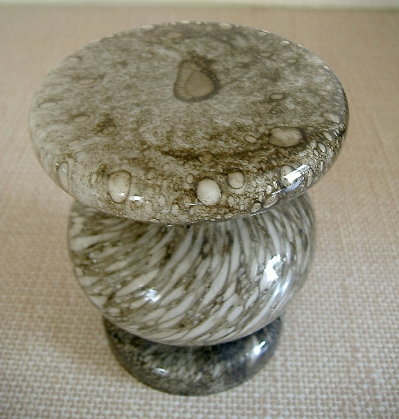 Unusual unmarked glass. White lining, extraordinary shape. Barovier Efeso? Dscf2316