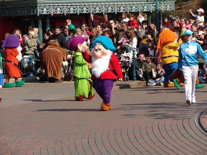 La Magie Disney en Parade ! (2012-2017) - Page 33 Dsc01810