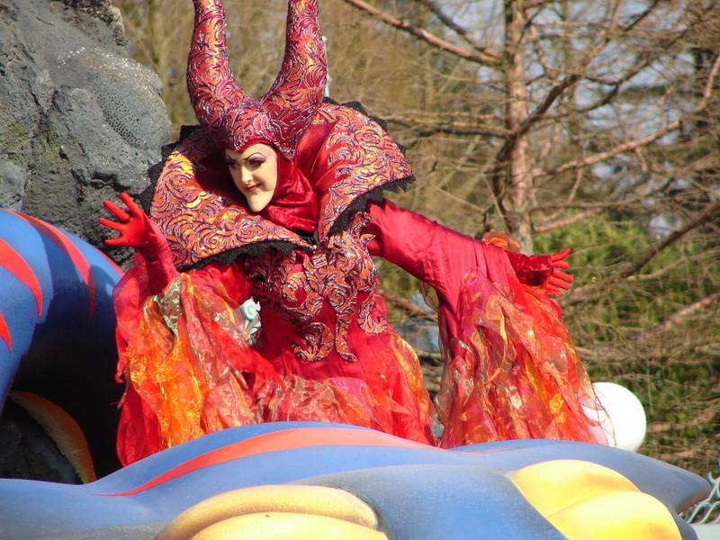 La Magie Disney en Parade ! (2012-2017) - Page 33 Dsc01815
