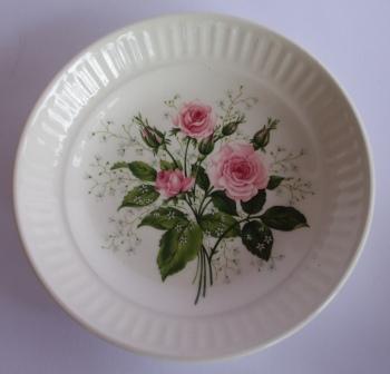 Pink Roses & Gypsophlia on Apollo Pink_r11